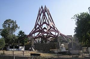 http://israeltripplanner.com/images/items/338/thumb300_Tomb_of_Maimonides.jpg