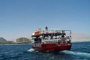 http://israeltripplanner.com/images/items/559/thumb300_glass_boats_eilat.jpg